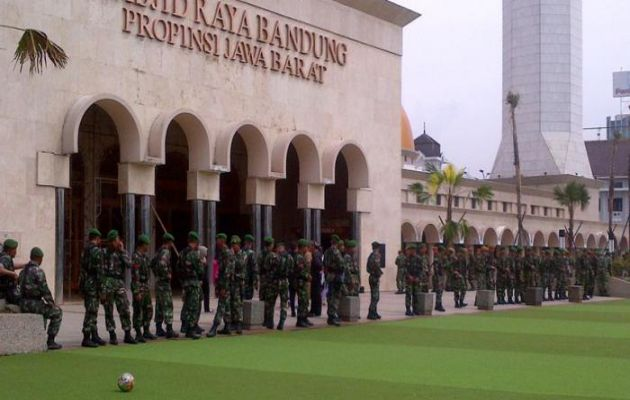 Sejarah Singkat dan Alamat Lokasi Masjid Raya Bandung + Hotel Terdekat 2