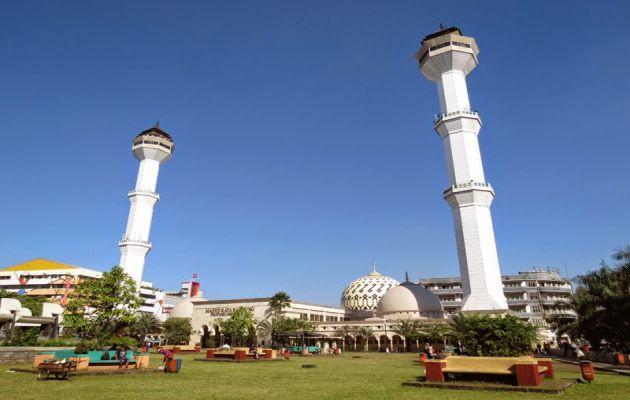 Sejarah Singkat dan Alamat Lokasi Masjid Raya Bandung + Hotel Terdekat 3