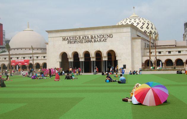 Sejarah Singkat dan Alamat Lokasi Masjid Raya Bandung + Hotel Terdekat 6