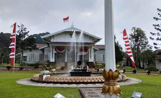 Istana Cipanas depan