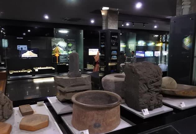 Museum Geologi Bandung Batu