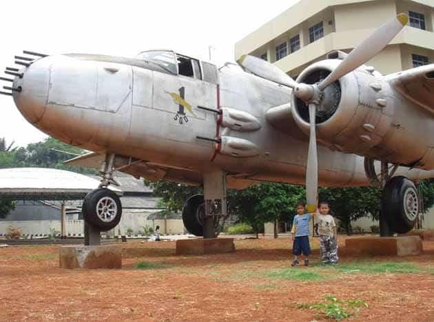 Museum Satria Mandala Pesawat Putih