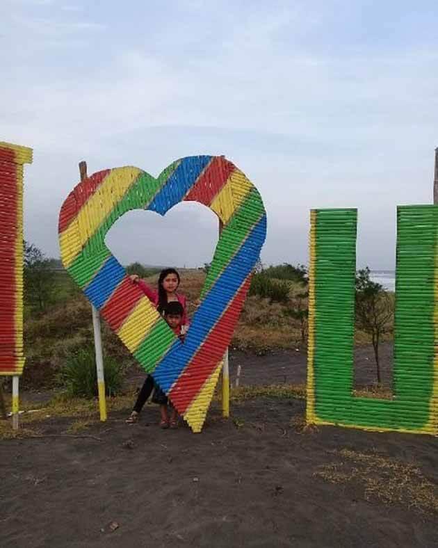 Pantai Jetis I Love You