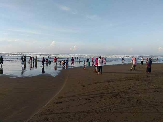 Pantai Jetis Ramai