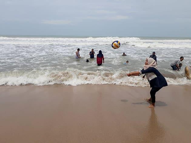 Pantai Sambolo Anyer Voli