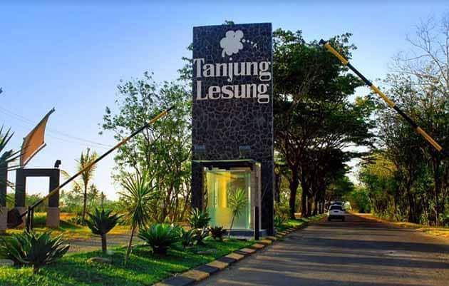 Pantai Tanjung Lesung Pintu