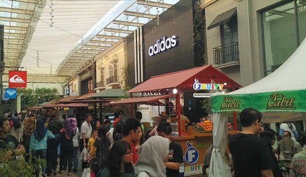Paris Van Java Mall Bandung Ramai