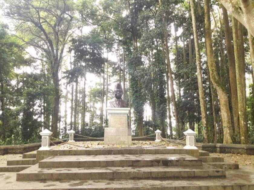 Taman-Hutan-Raya-Juanda-Ptung