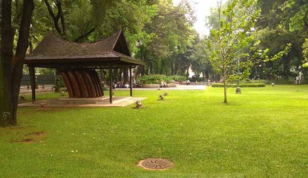 Taman Suropati MOnumen