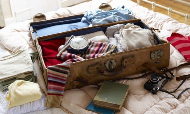 menyiapkan barang bawaan
