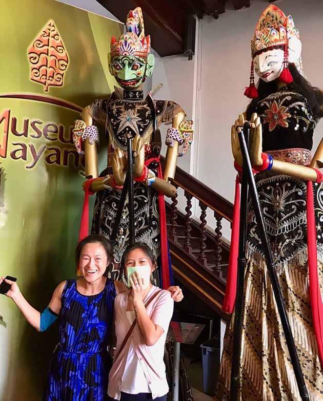museum wayang jakarta dua orang