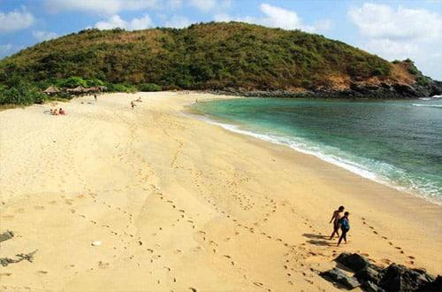 pantai mawi lombok