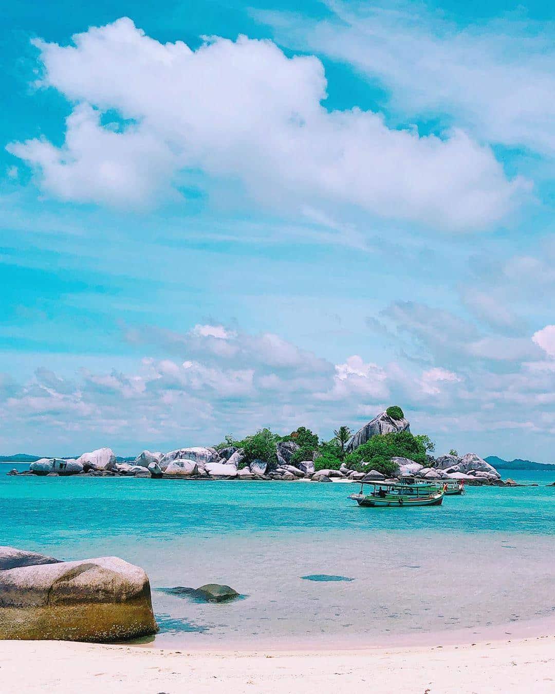 Kapal Pulau Lengkuas Belitong