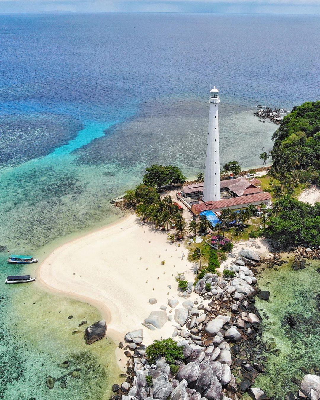 Menikmati Pemandangan Pulau Lengkuas Dari Atas Mercusuar 1
