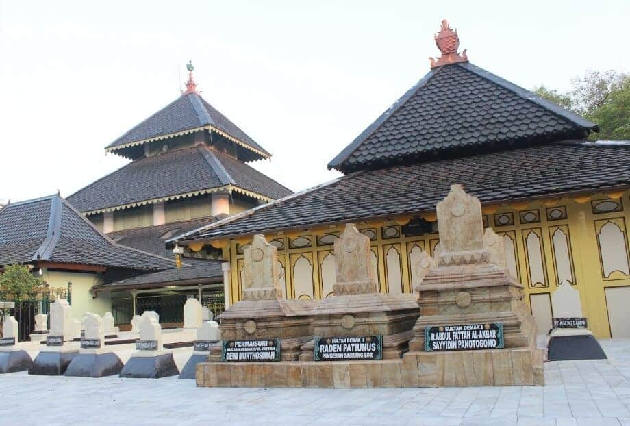 8 Foto Masjid Agung Demak Tempat Wisata Religi Populer Jawa Tengah 8