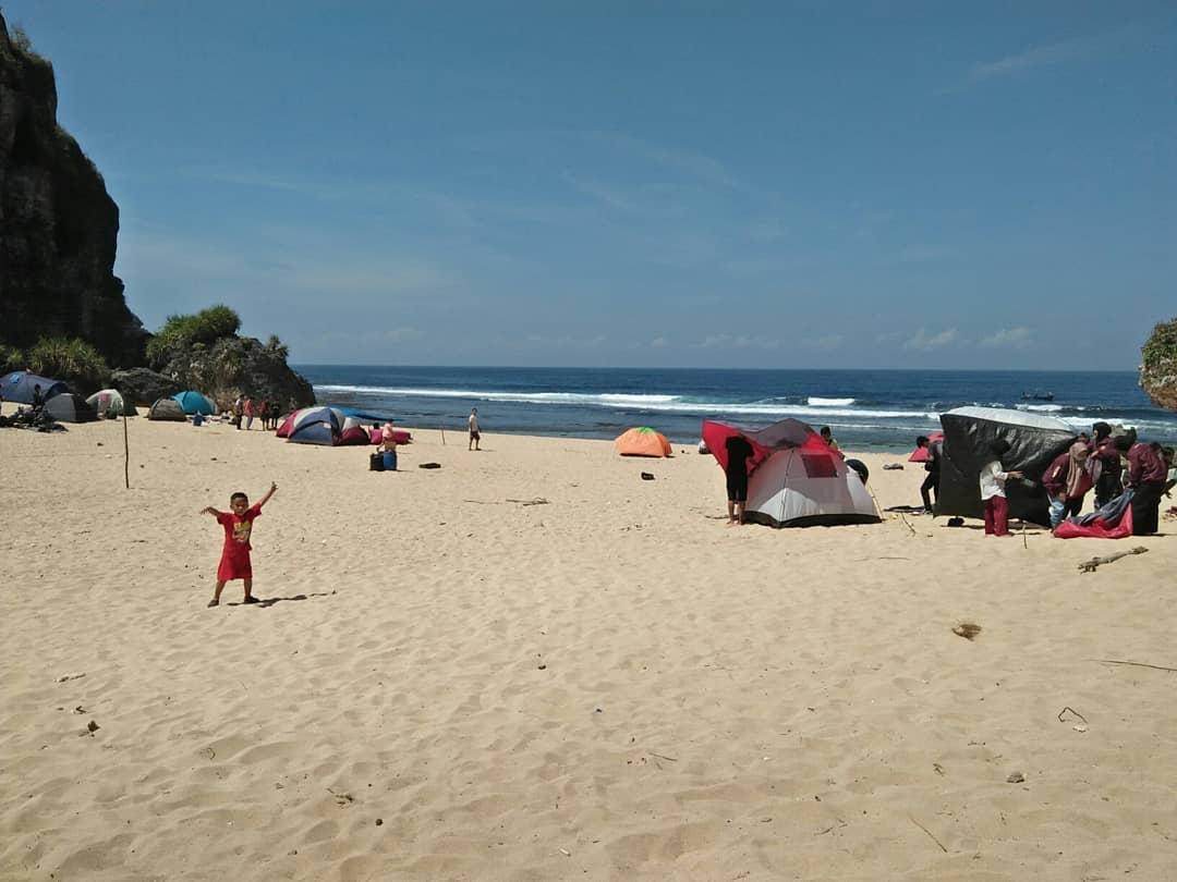 Pantai Ngrumput Yogyakarta 3