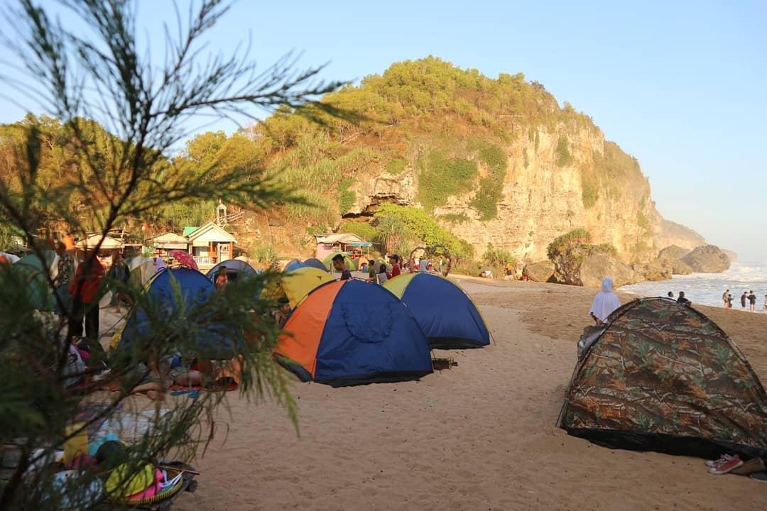 Pantai Ngrumput Yogyakarta 1