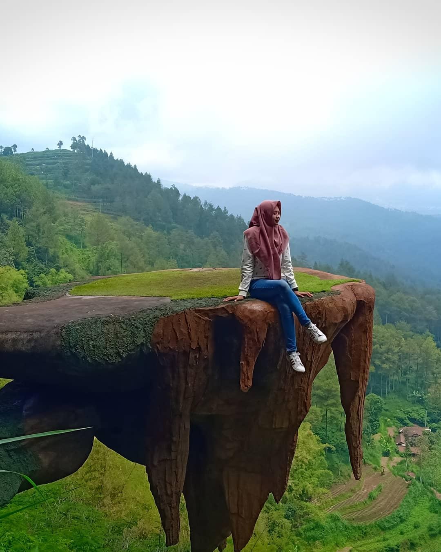 Goa Pinus Malang Spot Foto Terbaru Tiket Masuk Dan Lokasi