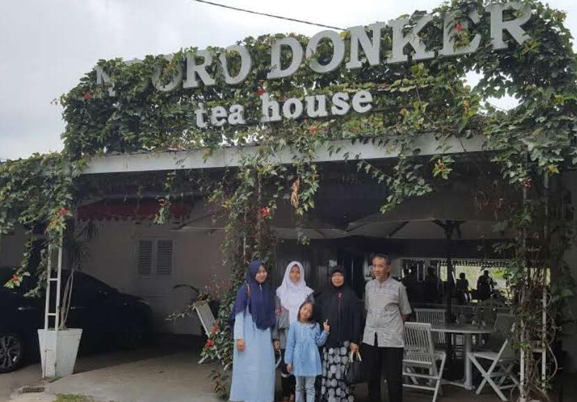 Ndoro Donker Depan Rumah