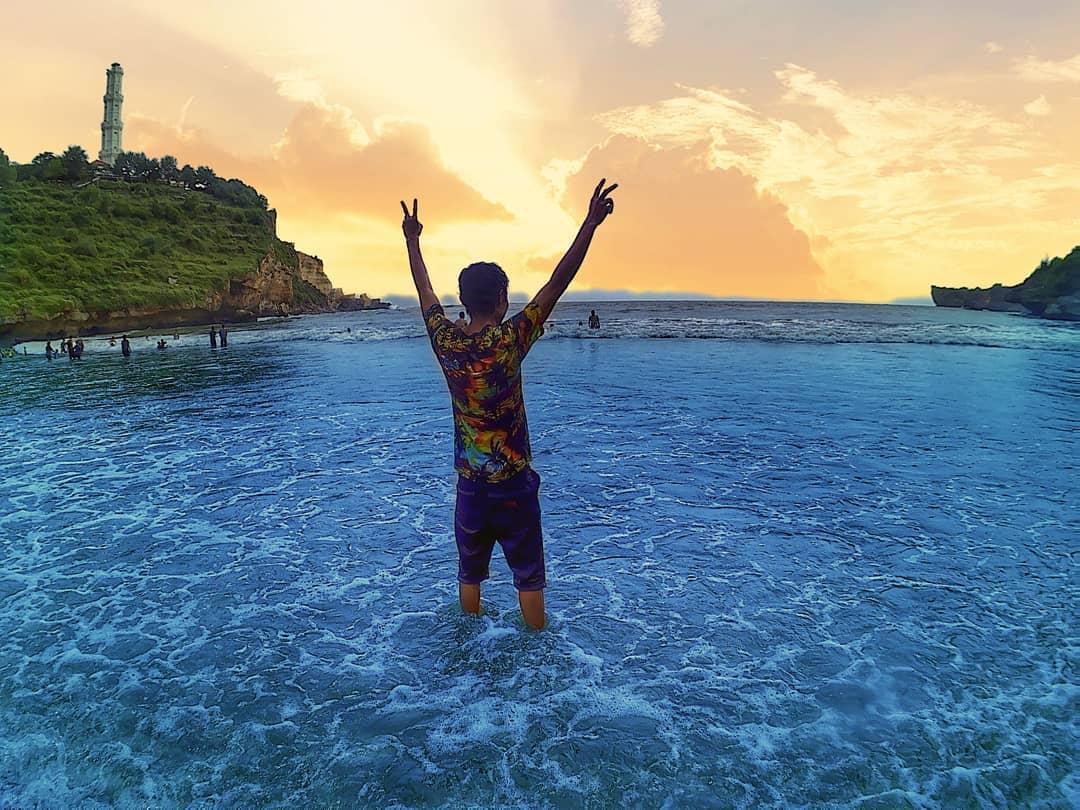 Pantai Baron Bertemunya Dua Mata Air Yang Berbeda Namun Indah 2