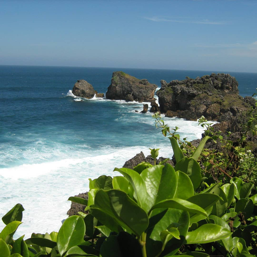 Menjajaki Berbagai Tebing dan Spot Eksotis di Pantai Siung 1