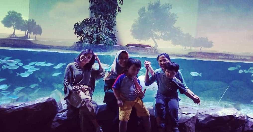 jakarta aquarium keluarga besar