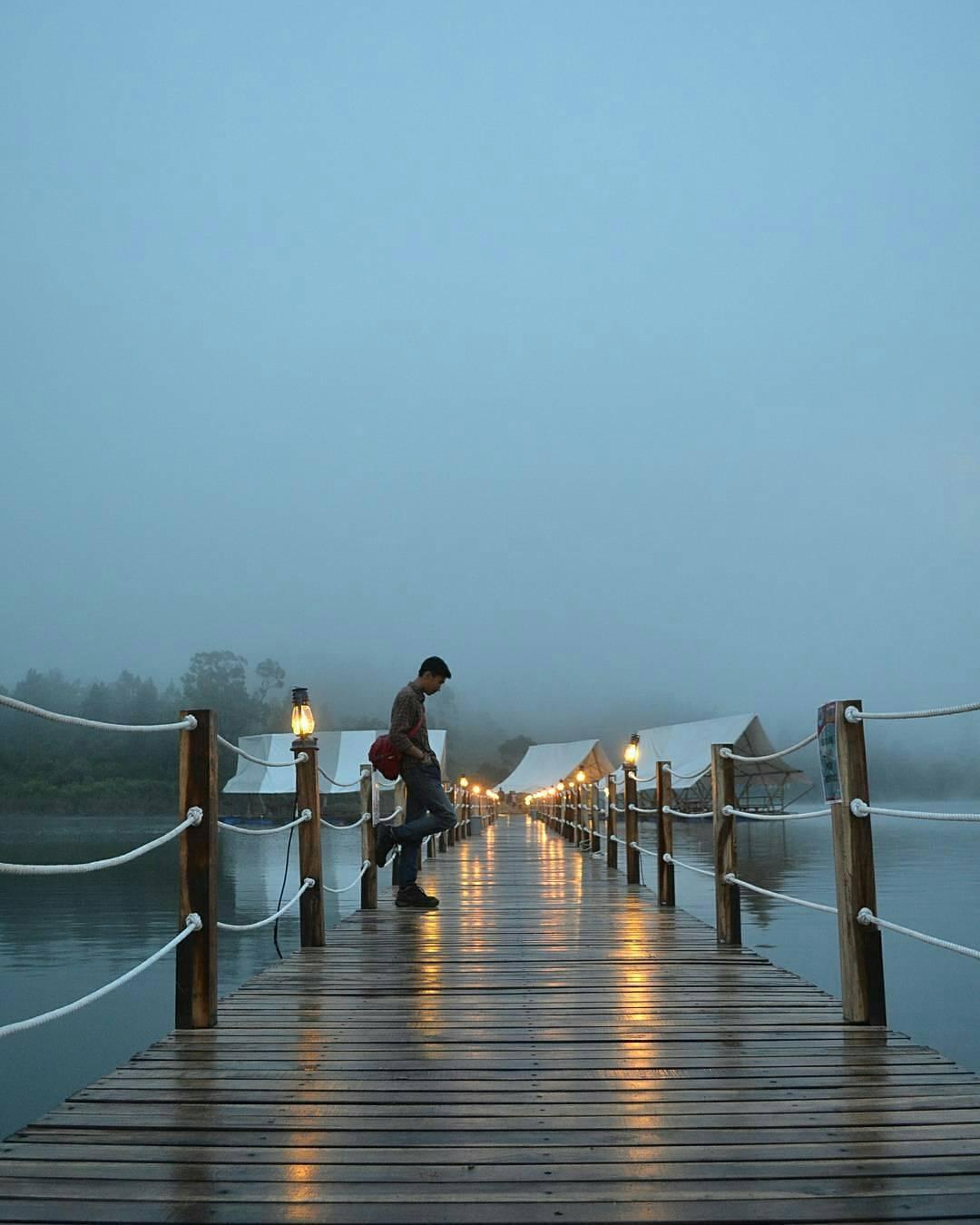pinisi resto jembatan danau