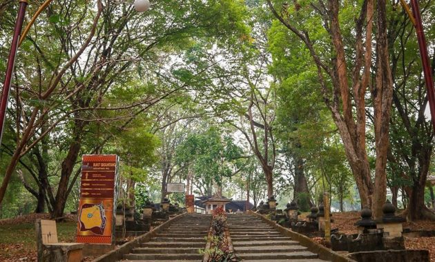 Melihat Situs Warisan Kerajaan Sriwijaya Di Bukit Siguntang 4