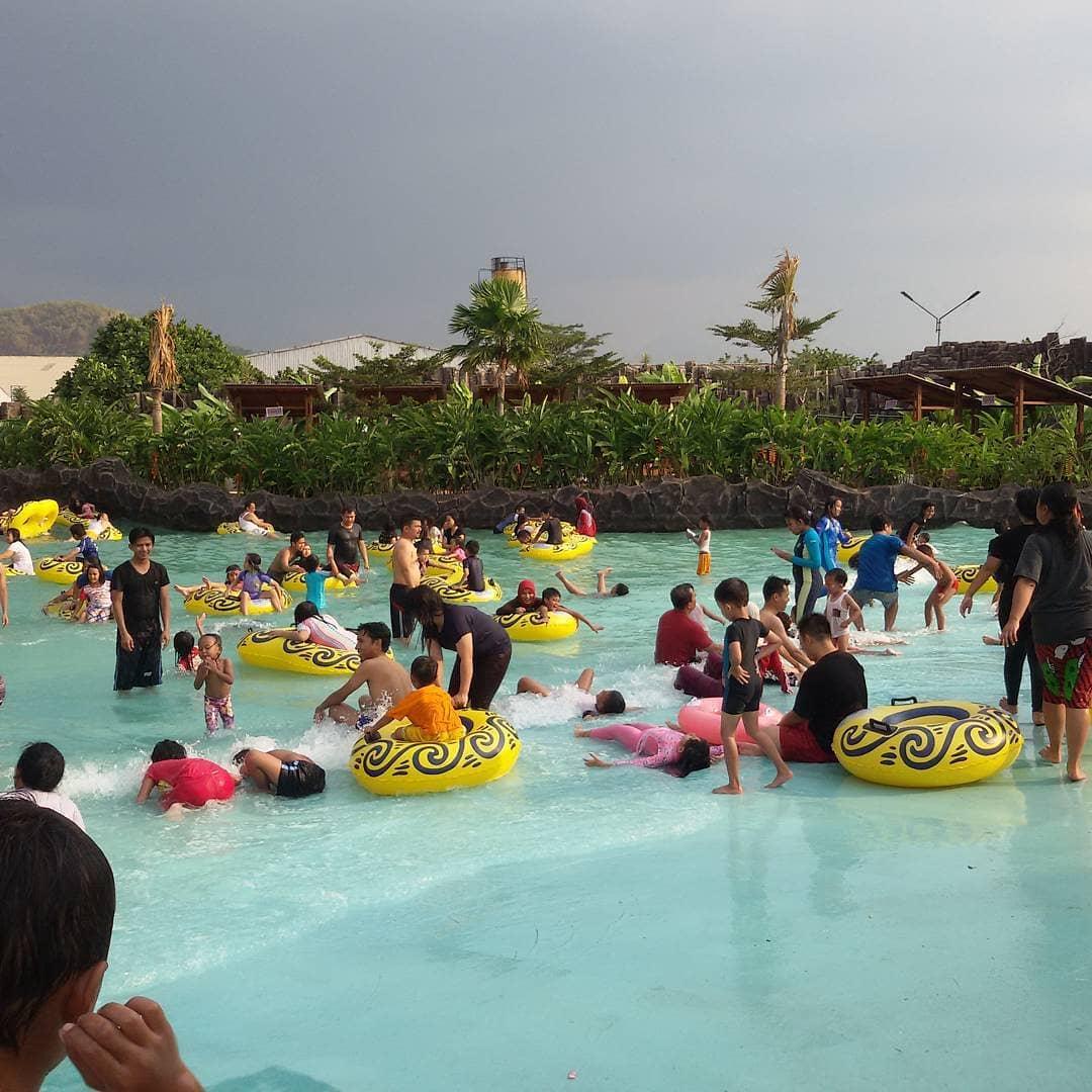 kolam-renang-di-bandung-kampung-batu-tektona-waterpark