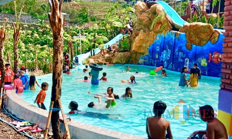 kolam-renang-di-batu-LA-waterpark