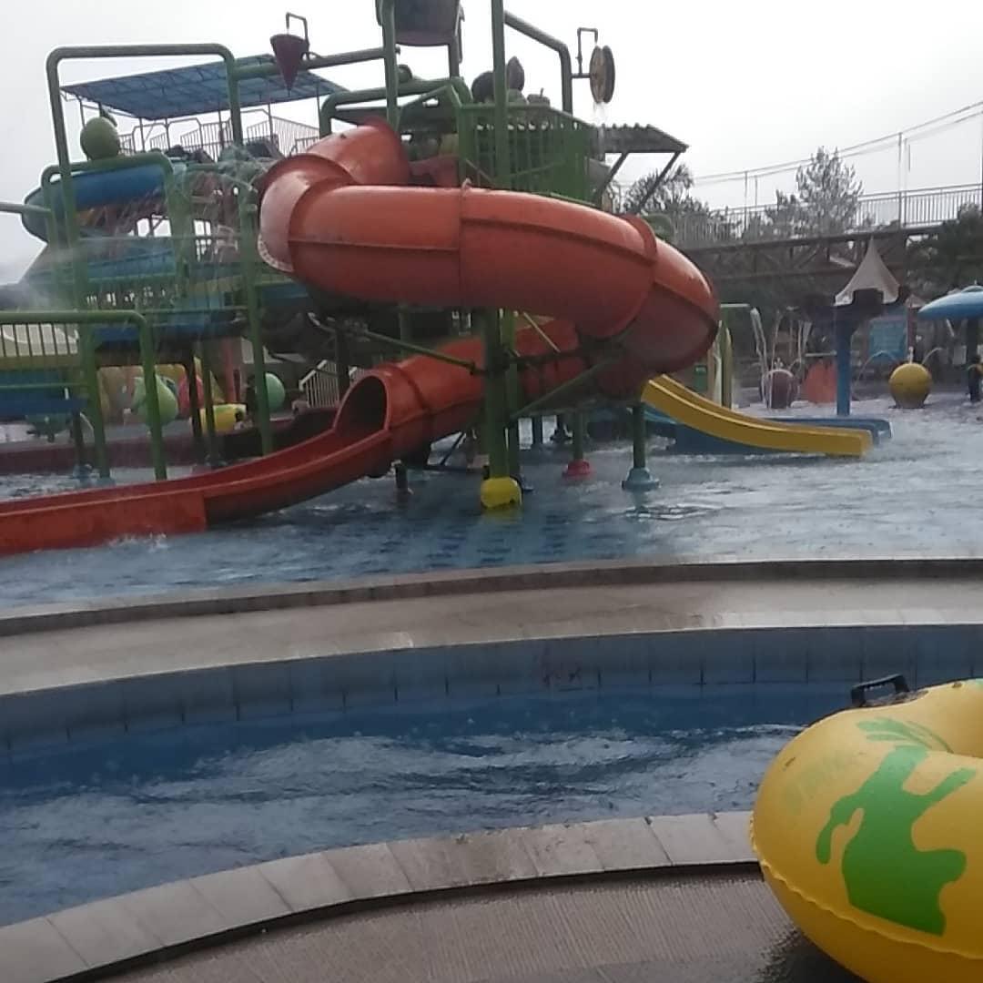 kolam-renang-di-batu-kusuma-agrowisata-waterpark
