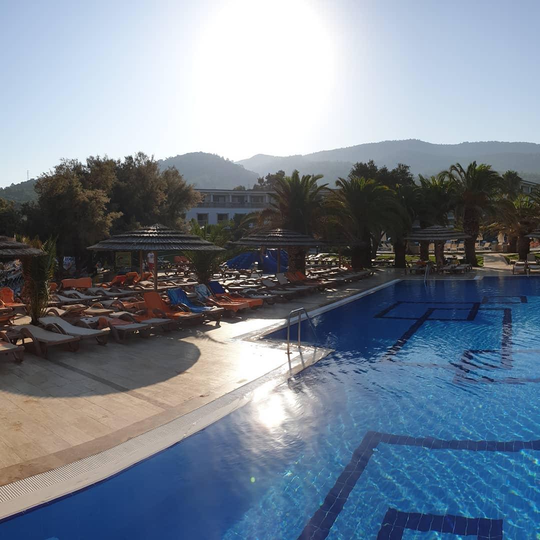 kolam-renang-di-batu-samara-hotel-&-resort