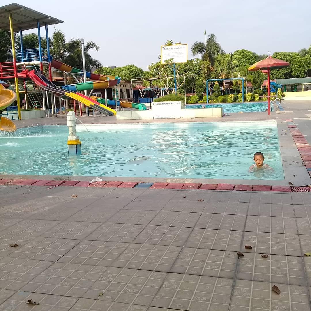 kolam-renang-green-dim-park-di-medan