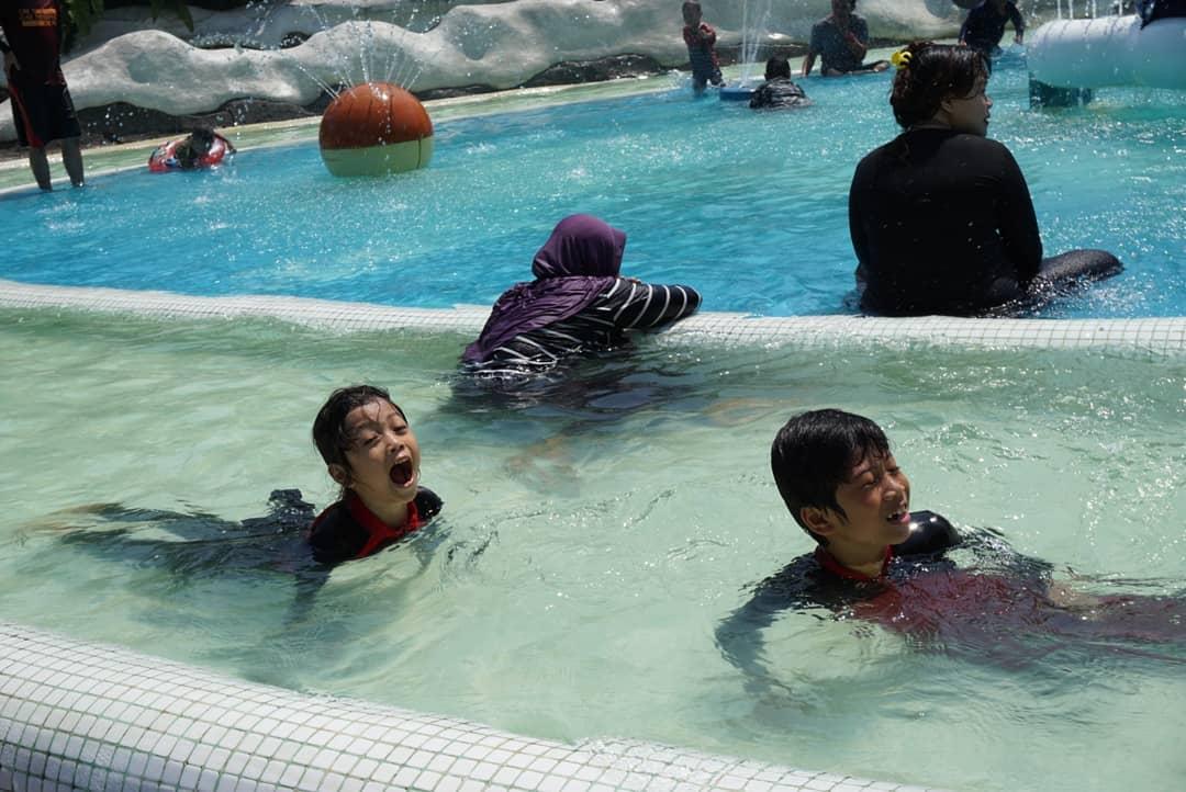snowbay-waterpark-tmii-kolam-arus