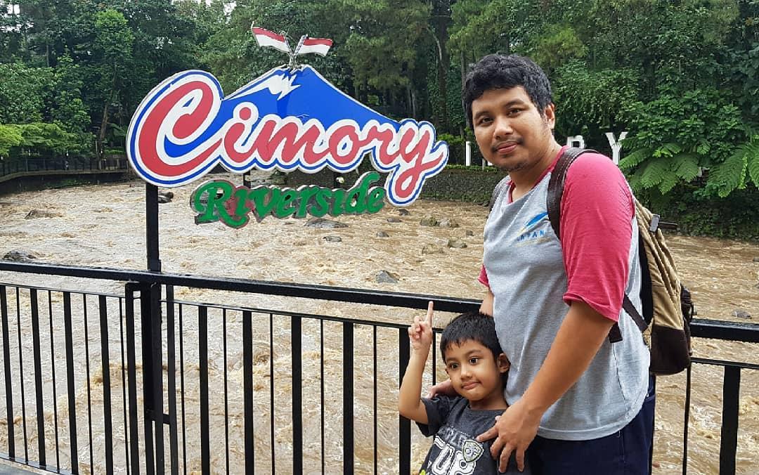Menyantap Makanan Di Pinggir Sungai Ala Cimory Riverside 1