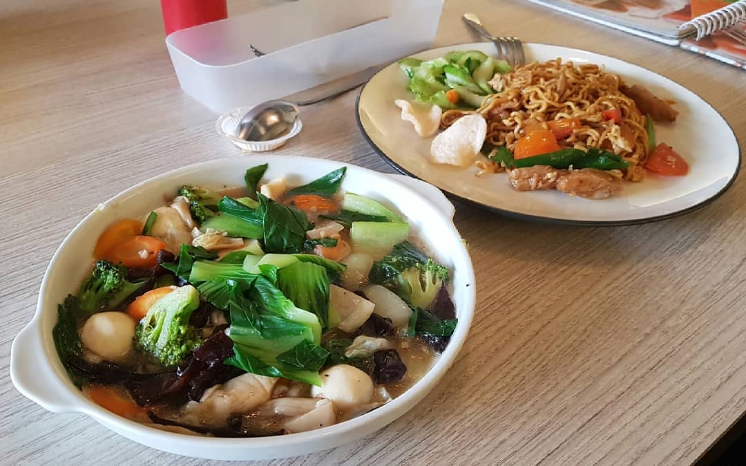 Menyantap Makanan Di Pinggir Sungai Ala Cimory Riverside 6