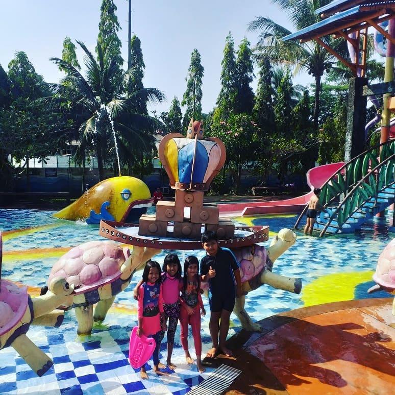 Kolam Bermain Citra Indah Waterpark