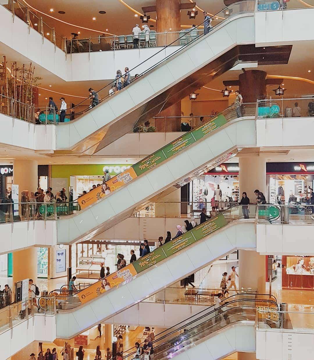 Suasana di dalam mall