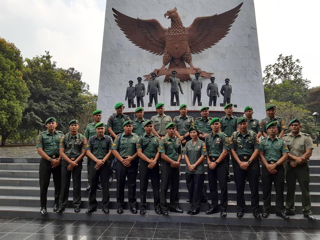 Tugu Garuda di Monumen Pancasila Sakti