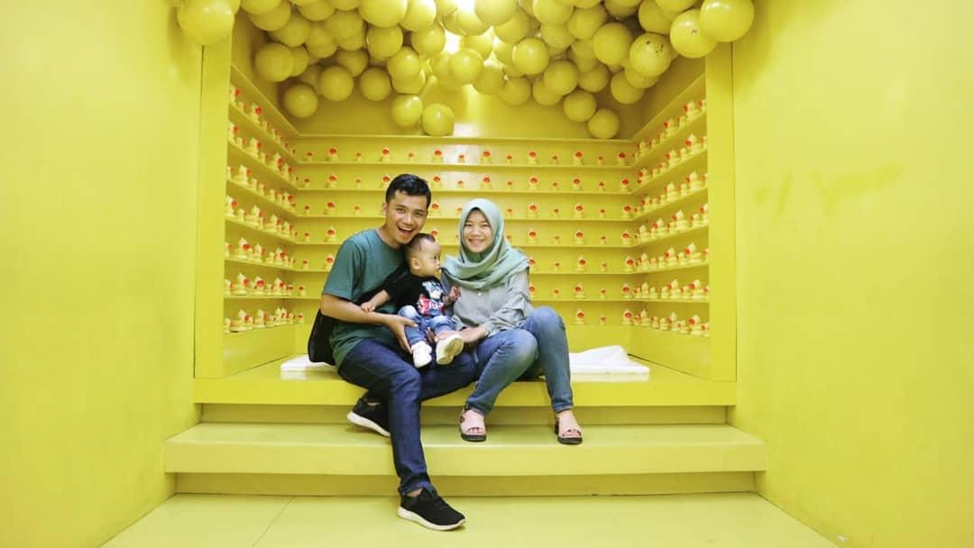 centrum Million Balls Spot Yellow Bubble Shower