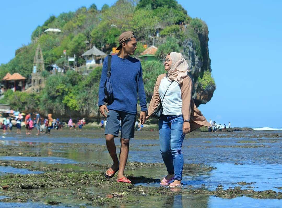 Birunya Laut Pantai Indrayanti Di Gunung Kidul Yogyakarta 2