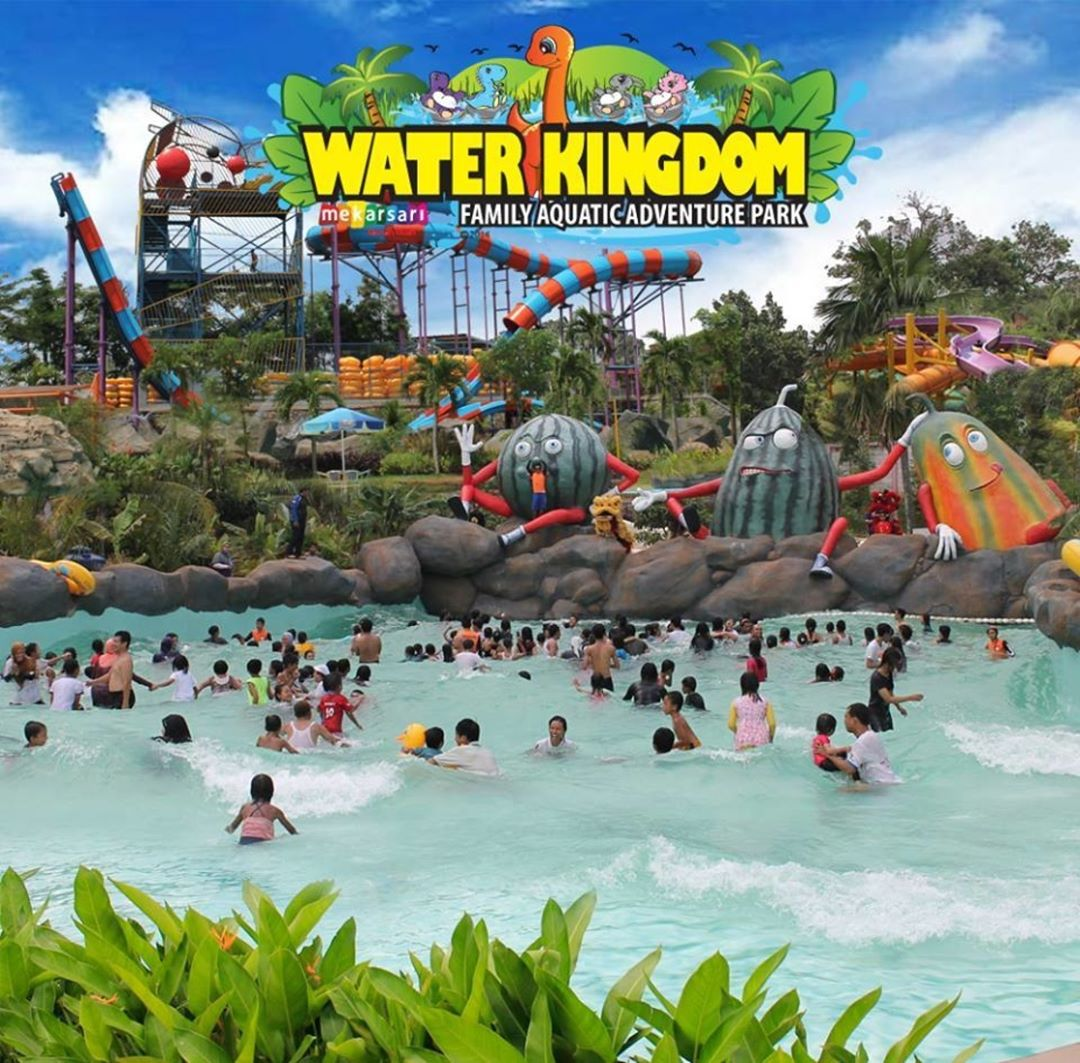 Tampak Depan Water Kingdom Mekarsari