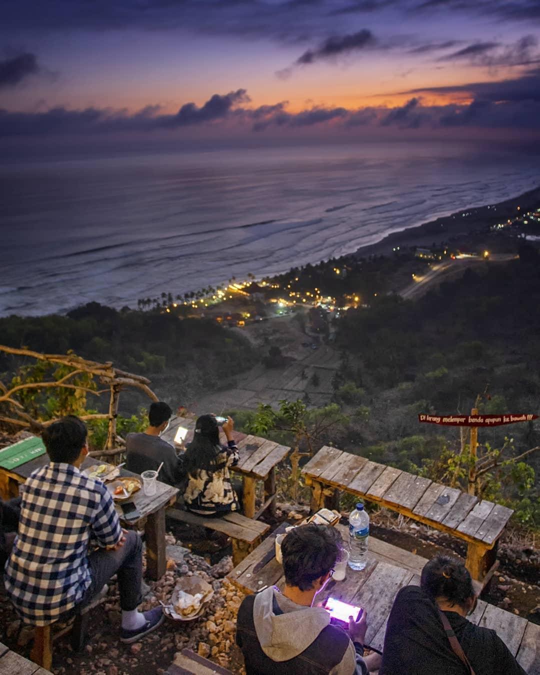 Virw Bukit Paralayang Watugupit via Kafe