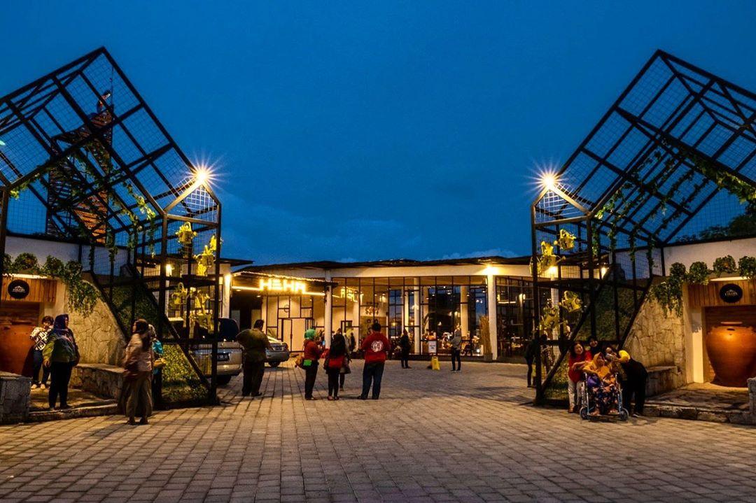 HEHA Sky View Jogja Resto Dengan Pemandangan Spektakuler 5