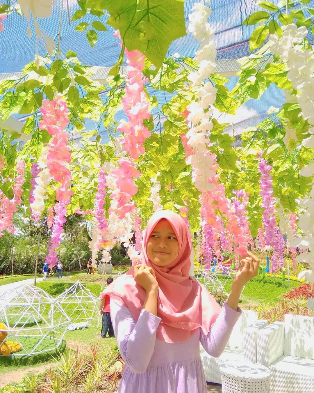 Spot Bunga di Alamanda Flower Garden