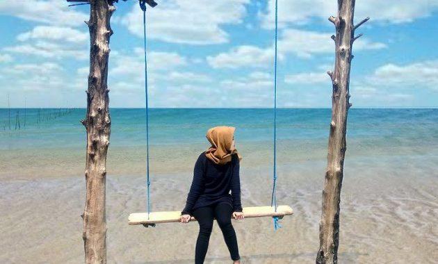 Menikmati Perpaduan Alam dan Pohon Cemara di Pantai Cemara Tuban 2