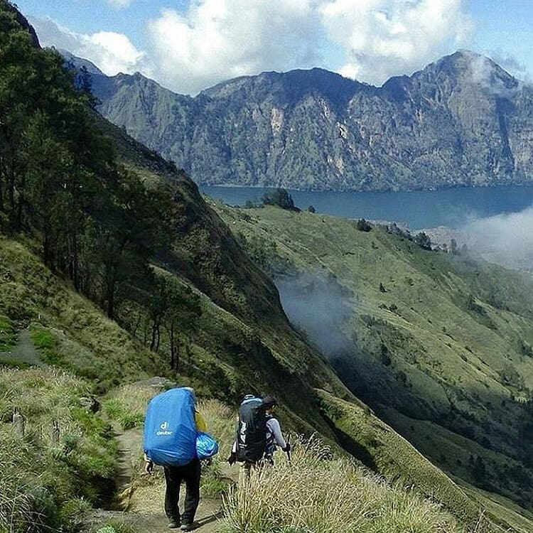 Hiking Gunung Rinjani