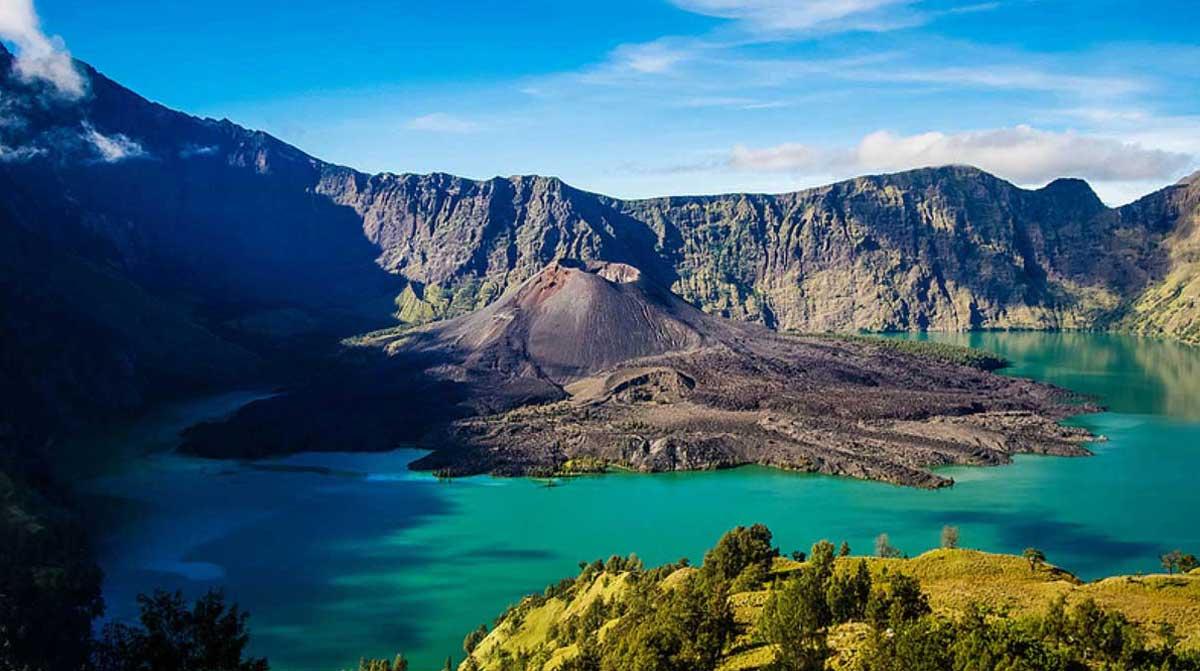 View dari Jauh Gunung Rinjani