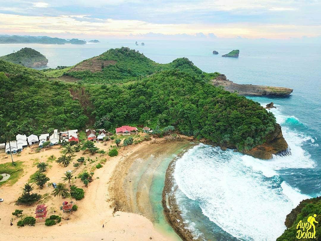 Pantai Batu Bengkung