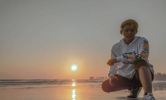 Menikmati Perpaduan Alam dan Pohon Cemara di Pantai Cemara Tuban 3